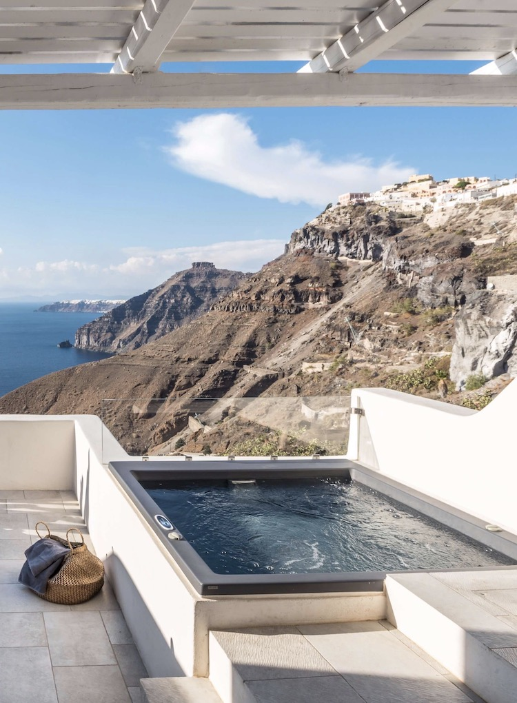 mini piscine remous terrasse Porto Fira Suites - blog design - clemaroundthecorner