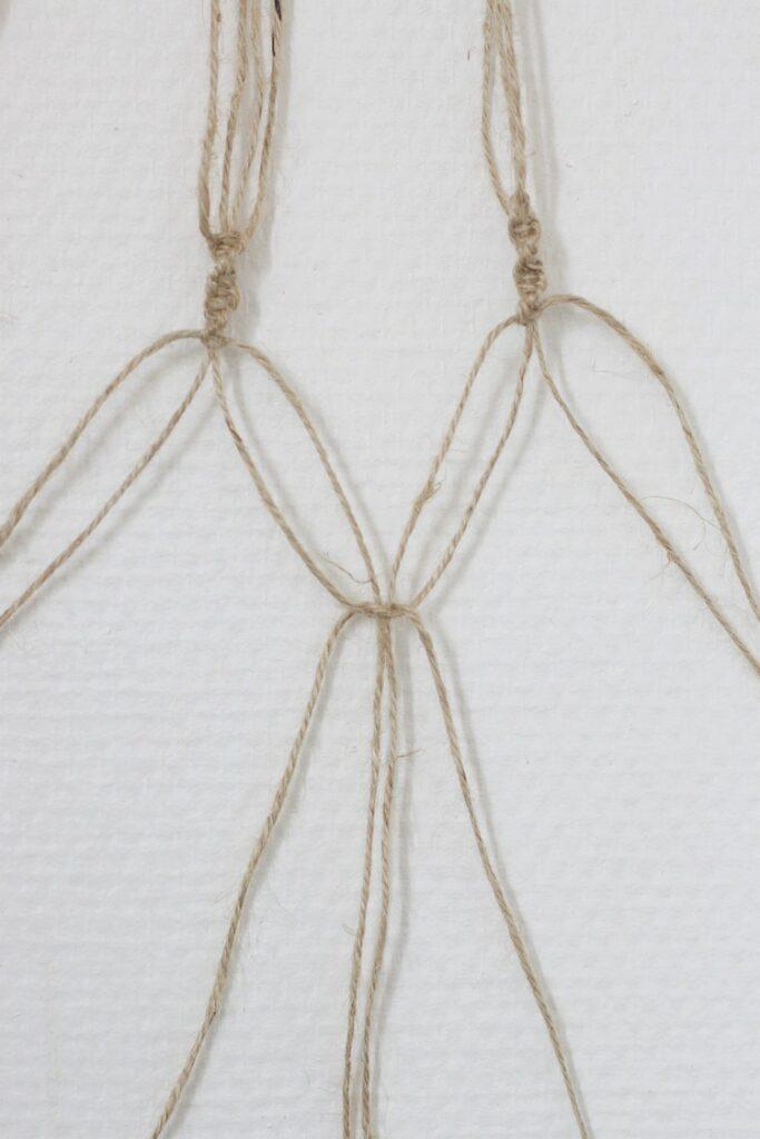 réussir noeud plat pour vase fleur suspendu en cordelette