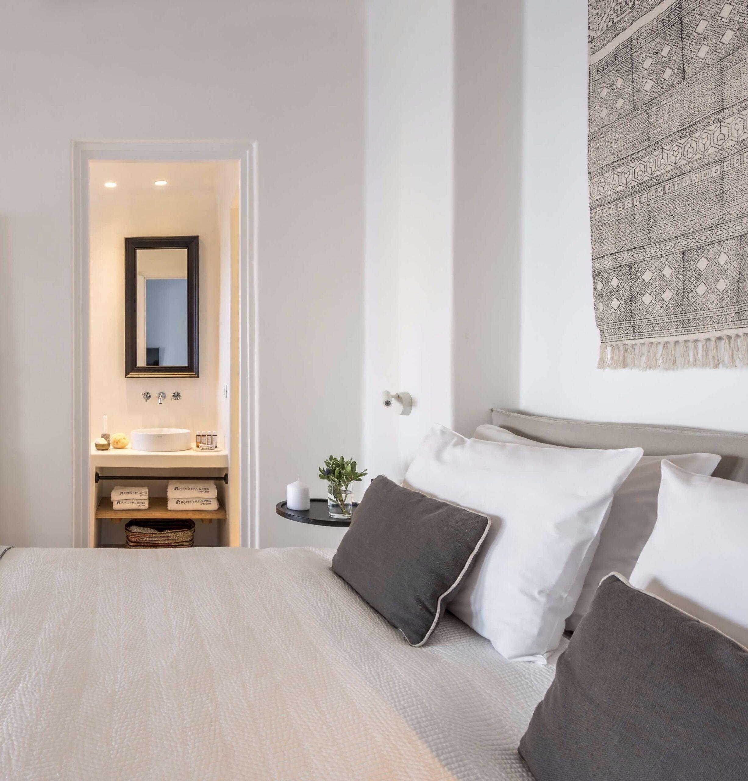 suite parentale chambre style méditerranéen tête de lit tapis suspendu mural