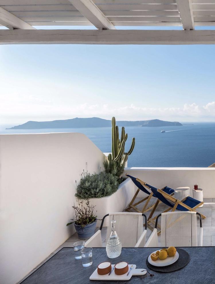 terrasse Méditerranée face à la mer Égée transat bleu mer
