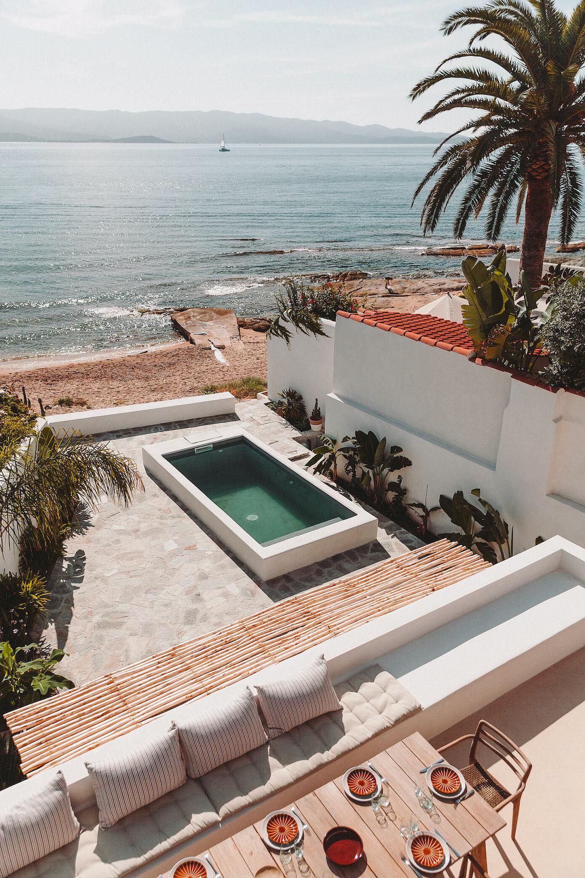 toit terrasse maison vacances Ajaccio Corse piscine face mer villa - blog décoration