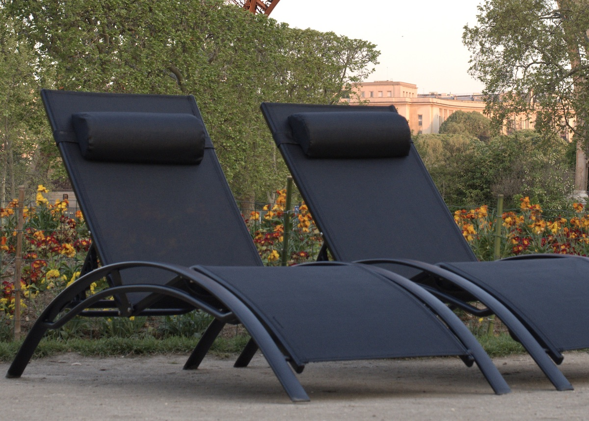 vente privée jardin mobilier transat design aluminium noir - blog déco - clem around the corner