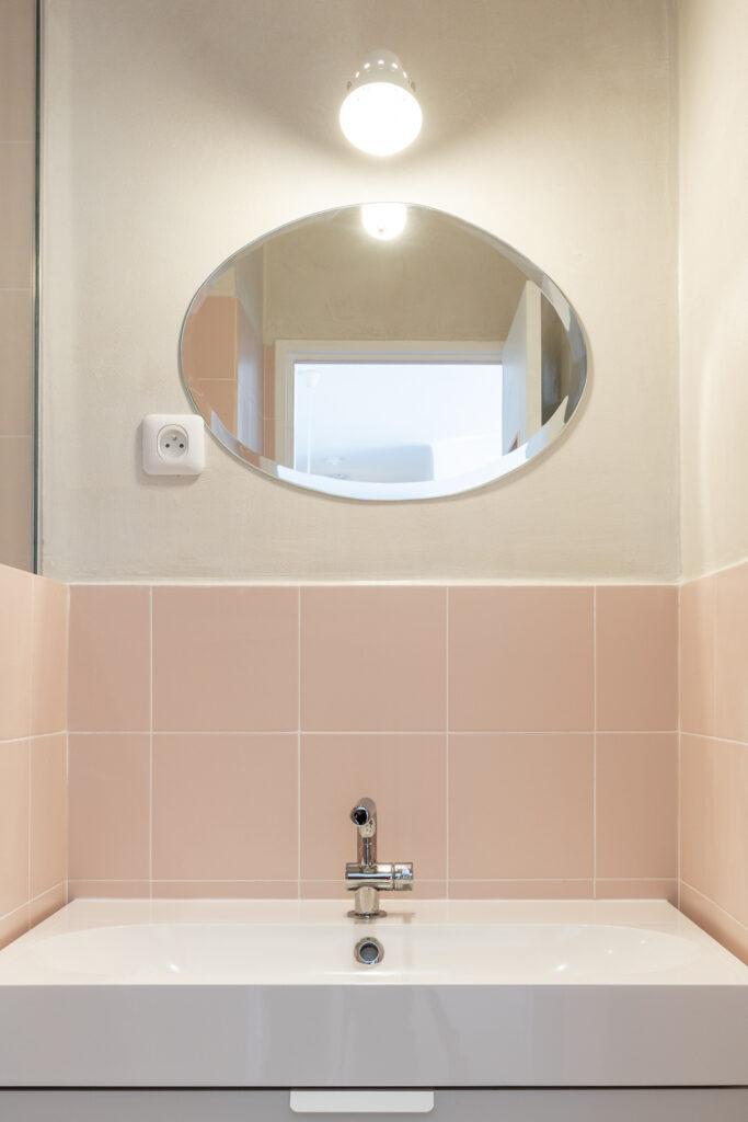 architecture intérieur Fernand Pouillon années salle de bain rose blanche