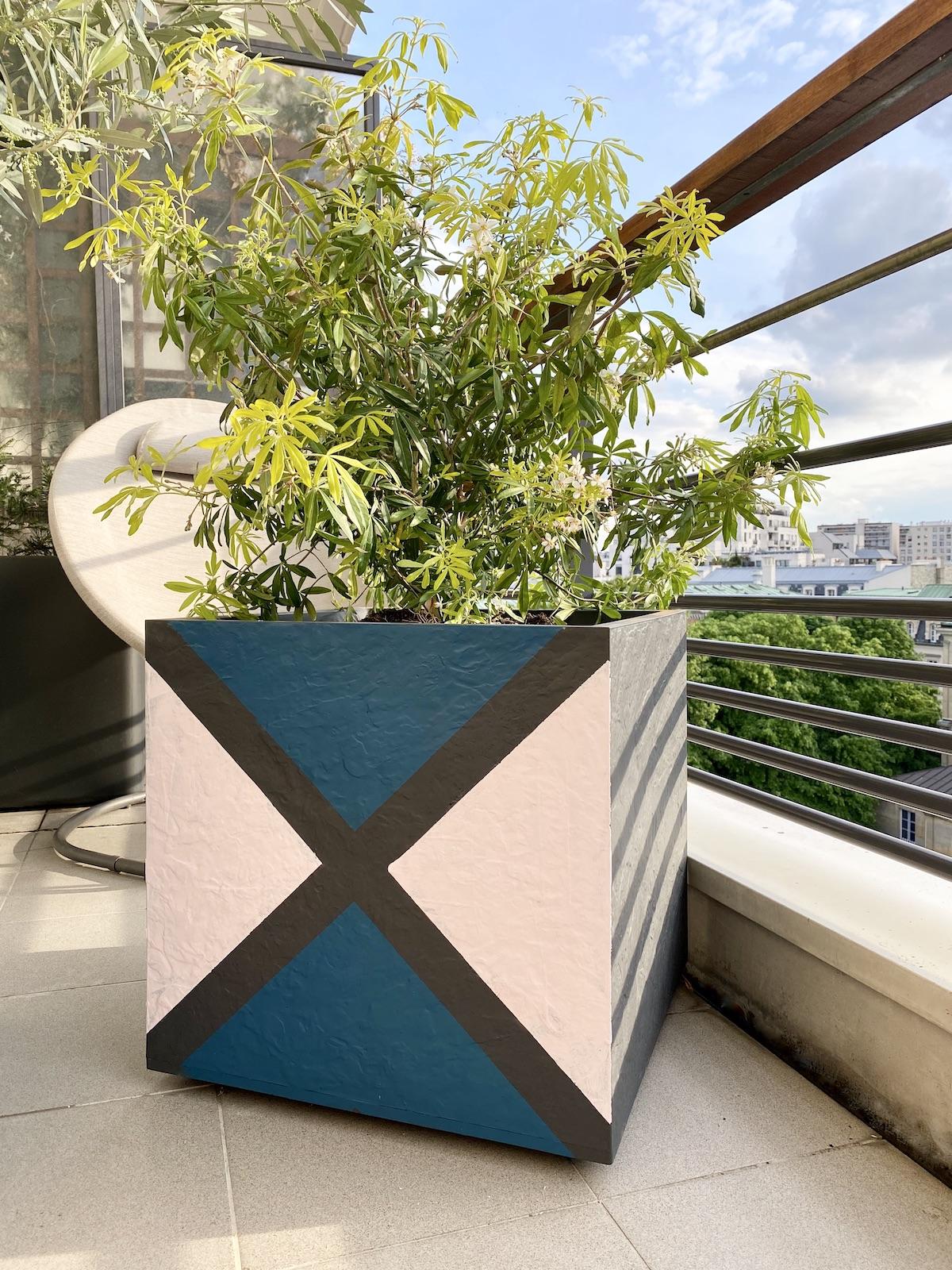 cache pot diy peinture personnalisation balcon aménagement blog création décoration clemaroundthecorner