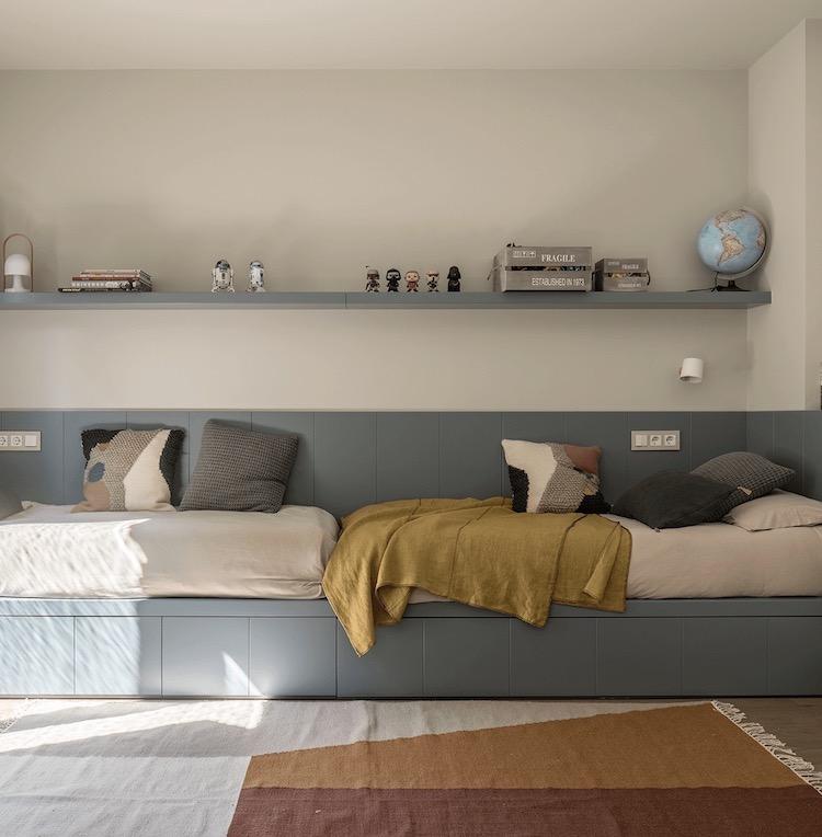 chambre enfant jumeaux lit coffre bleu gris scandinave blog décoration clemaroundthecorner