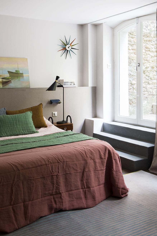 chambre souplex design draps en lin terracotta housse couette verte prairie