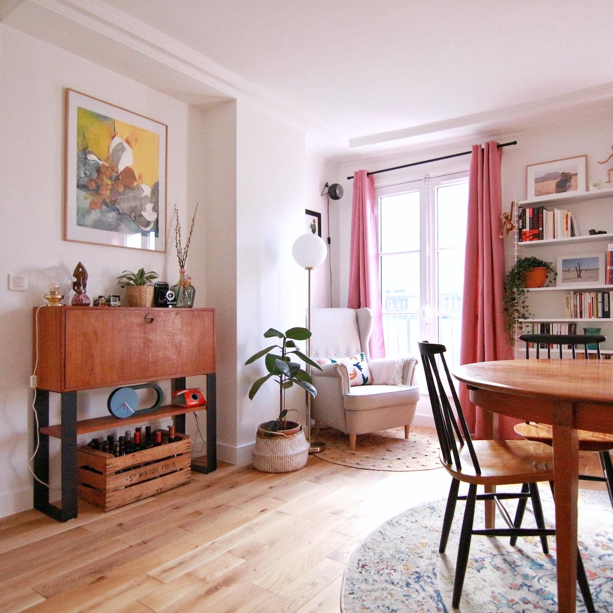 coin bar salon rétro duplex parisien tapis rond vintage délavé