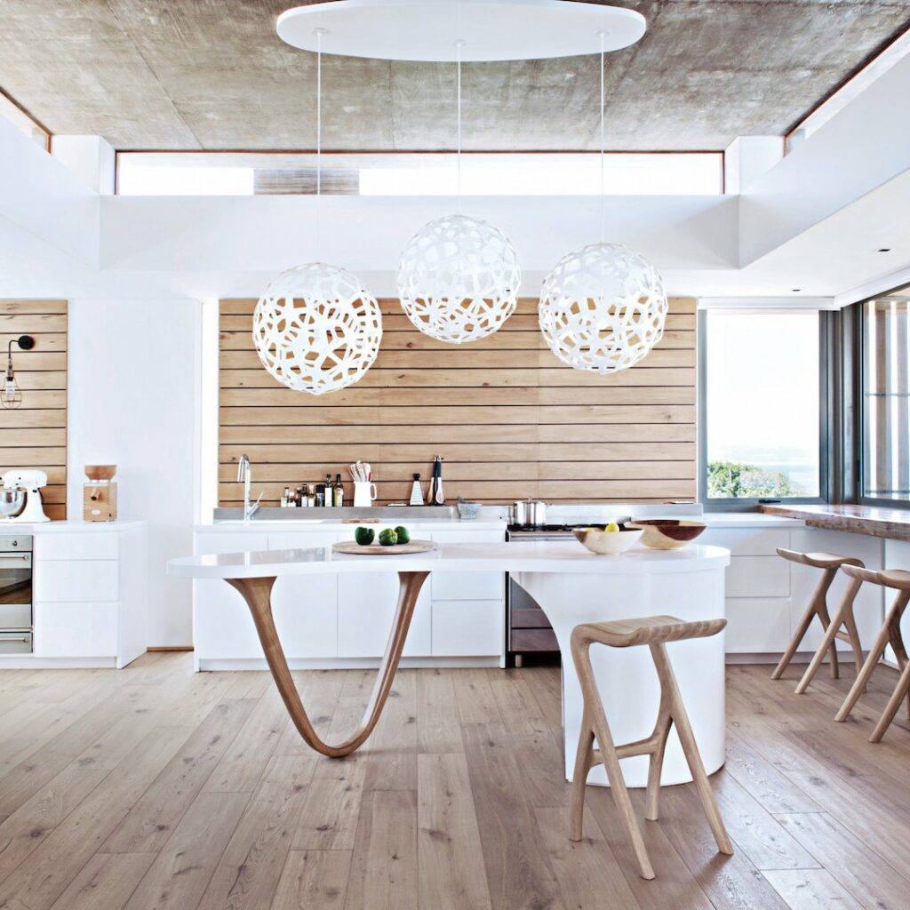 cuisine minimaliste bois ilot central original arrondi parquet - blog déco - clem around the corner