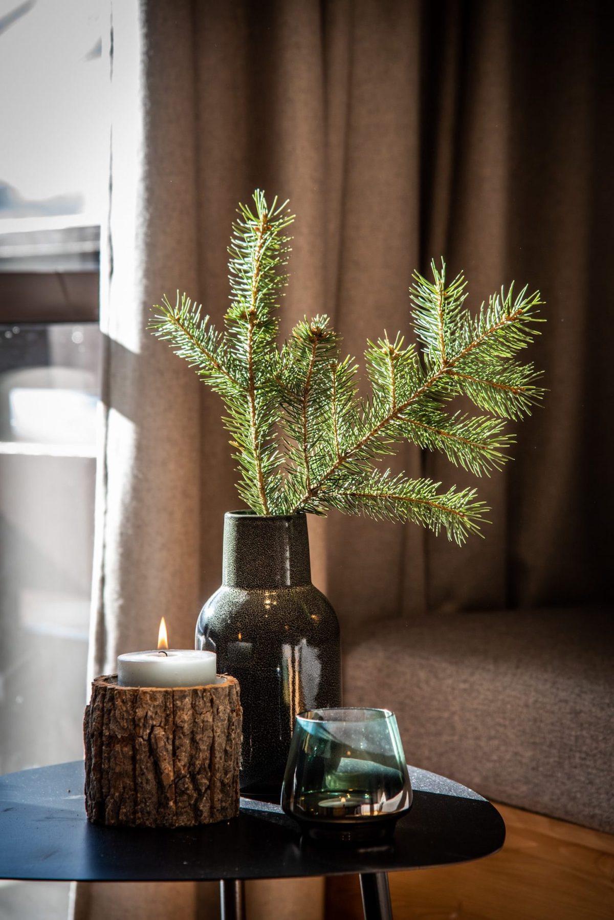 décoration hygge vase verre fumé branche de sapin bougeoir tronc diy blog clemaroundthecorner