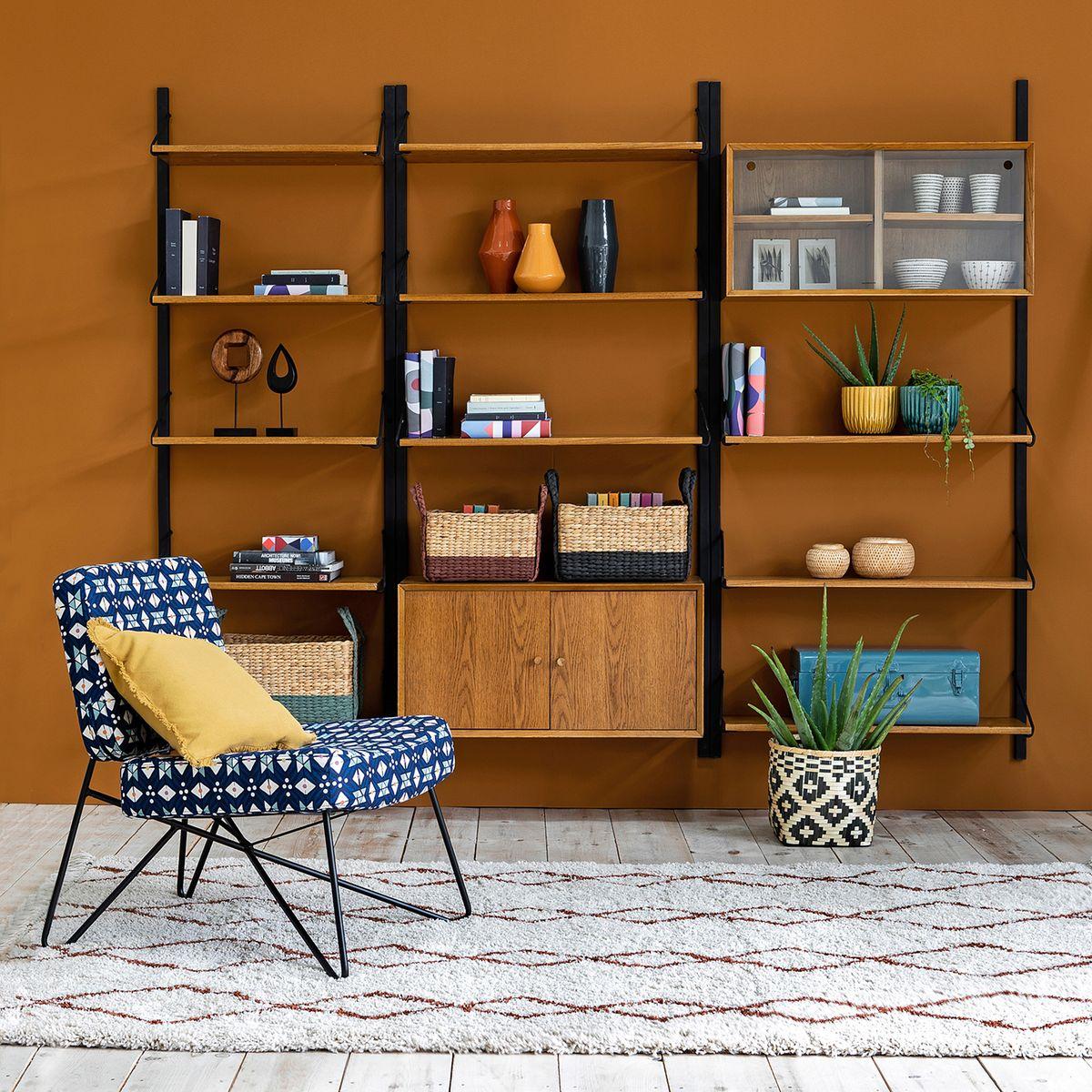 décoration mur orange ocre ethnique chic motif biblothèque espace cosy salon