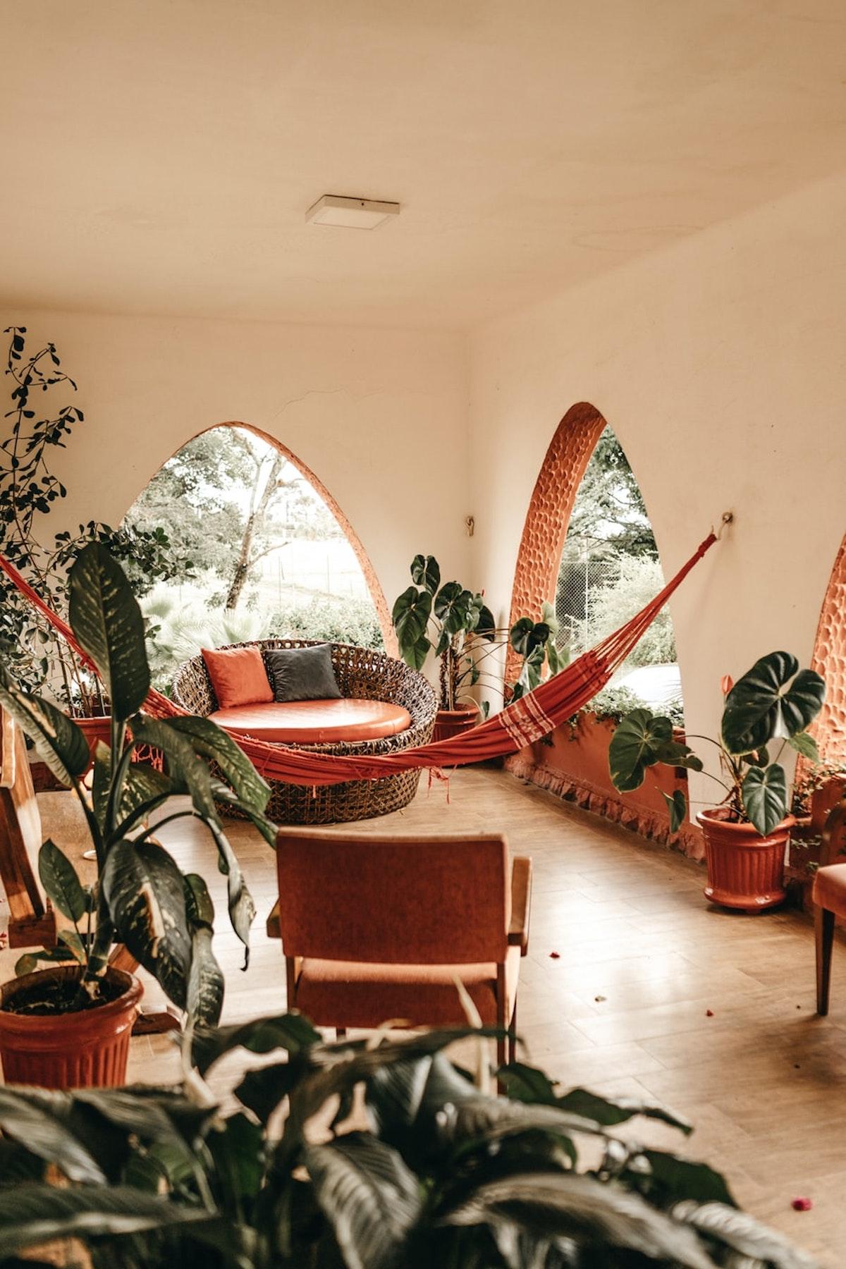 décoration orientale couleur orange plante verte - blog déco- clemaroundthecorner