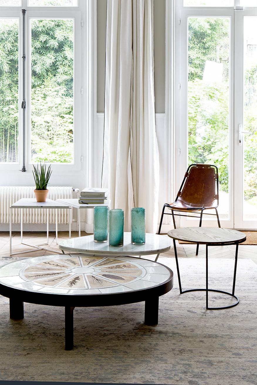 hotel particulier à Paris 9 Monceau parc salon table basse métal bois marbre ronde ovale assortiment