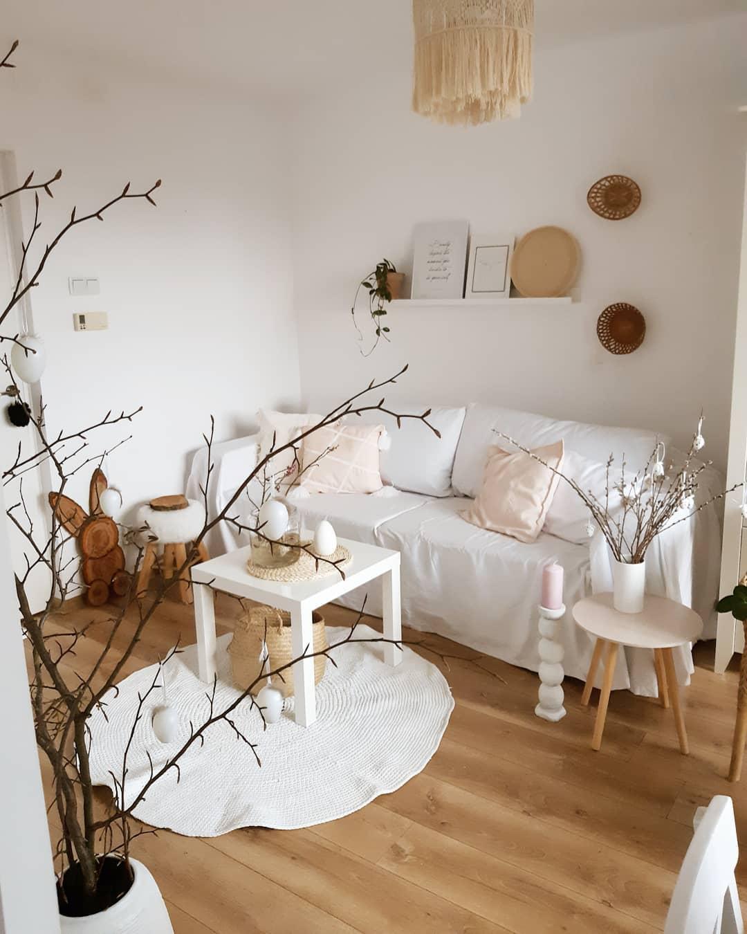 Laura Dekor appartement blanc bois vase branchage décoration hiver minimaliste