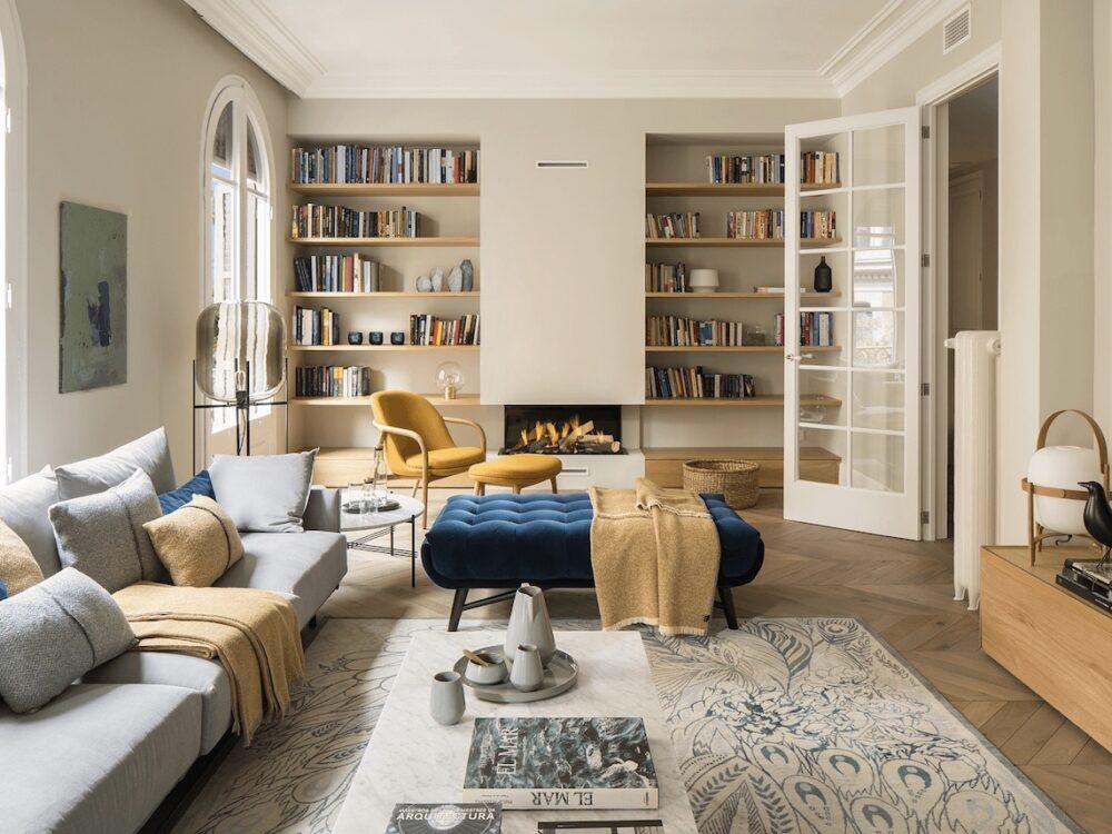 maison à Barcelone architecte salon cheminée - blog déco - clem around the corner