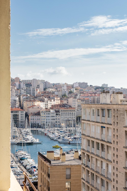 Marseille tourisme architecture Fernand Pouillon vieux port tourelle immeuble 50s