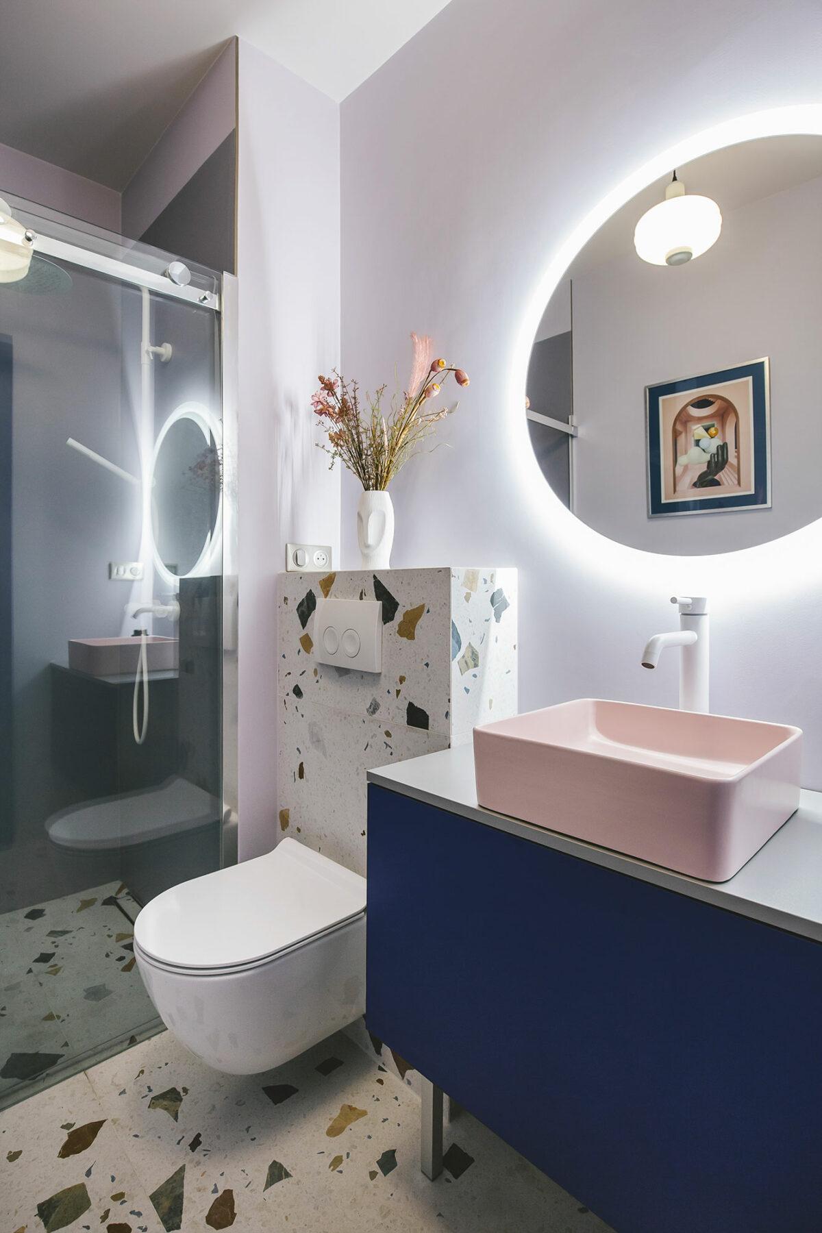 salle de bain wc terrazzo rose bleu klein design - blog déco - clem around the corner