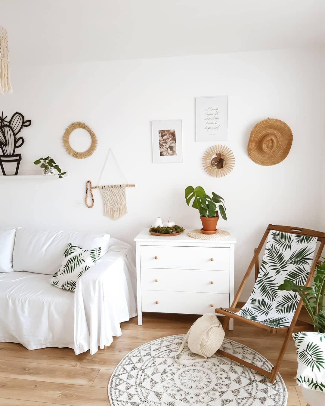 salon blanc scandinave urban jungle monstera palmier transat motif