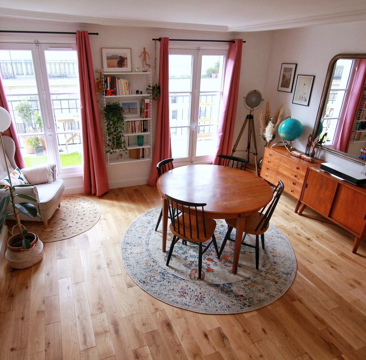 salon duplex parisien parquet en bois style vintage rétro
