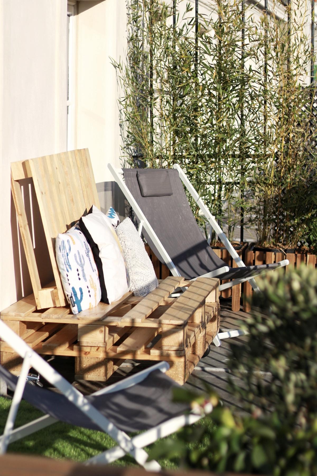 terrasse canapé extérieur palettes en bois coussin