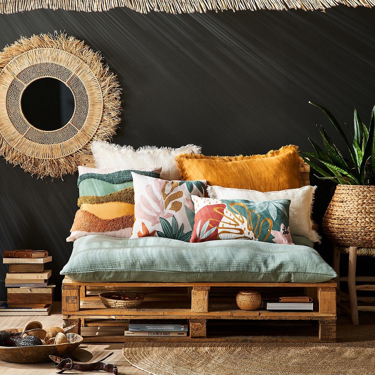 terrasse canapé palette diy coussin de sol couleur assortiment tissu frange raphia
