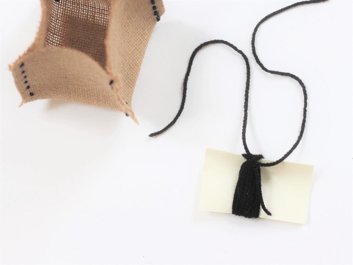 astuce fabriquer pompon laine tuto personnalisation panier toile jute