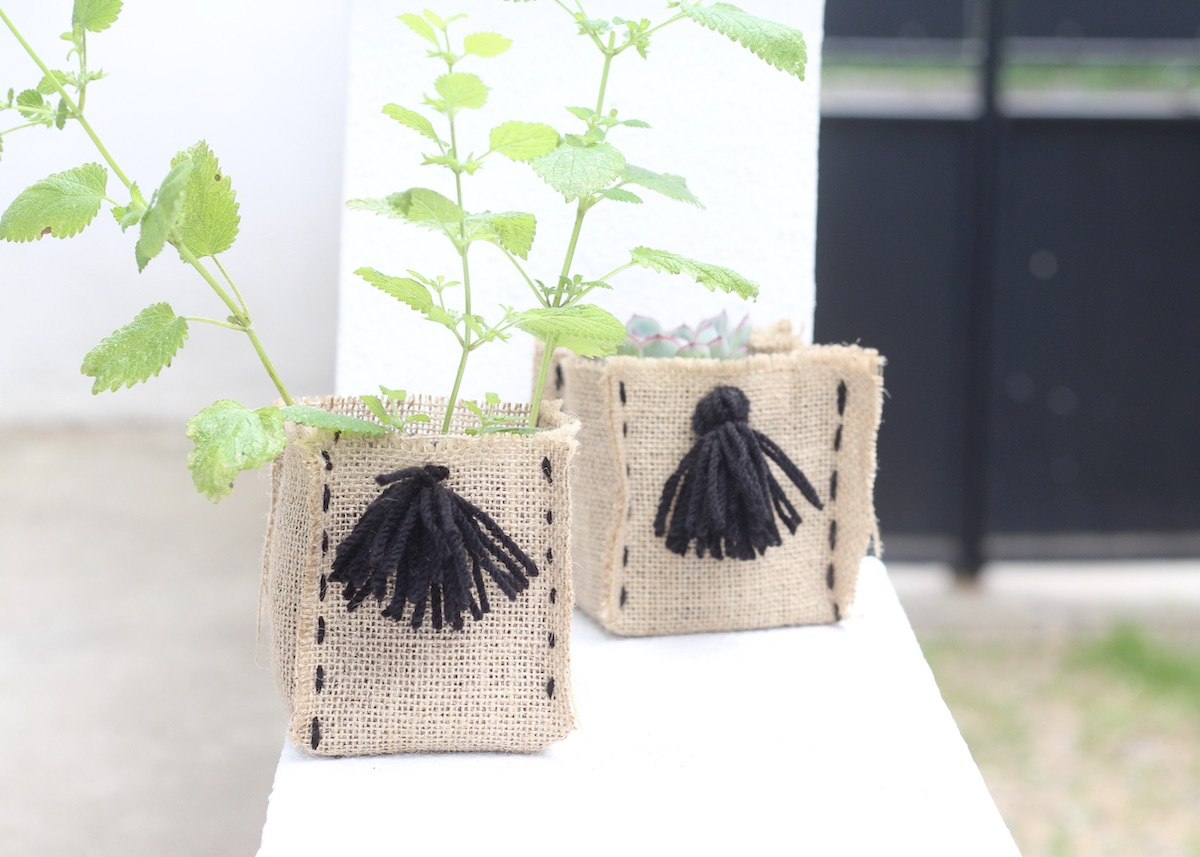 créer cache pot en jute toile diy plante aromatique - blog déco - clem around the corner