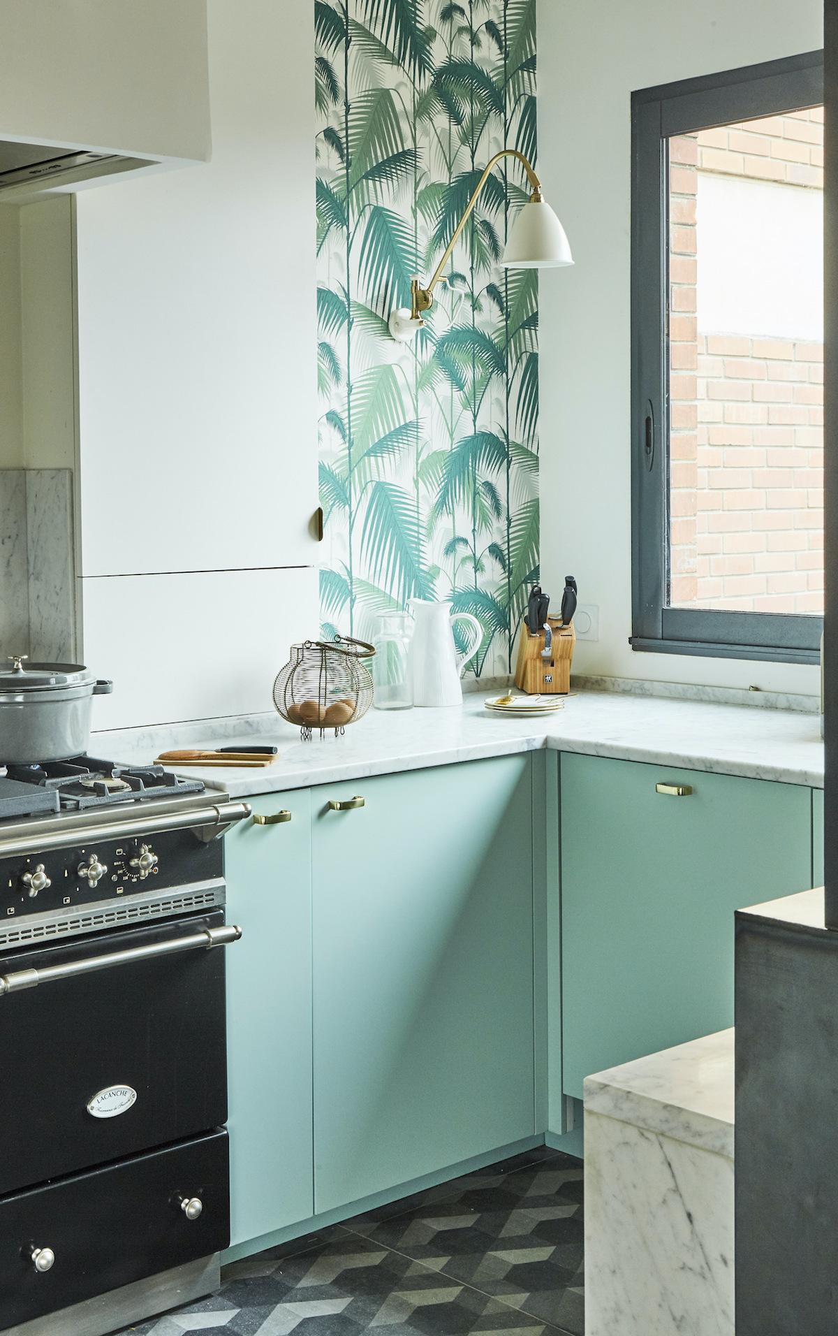 cuisine vert menthe pastel four noir rétro - blog déco - clem around the corner