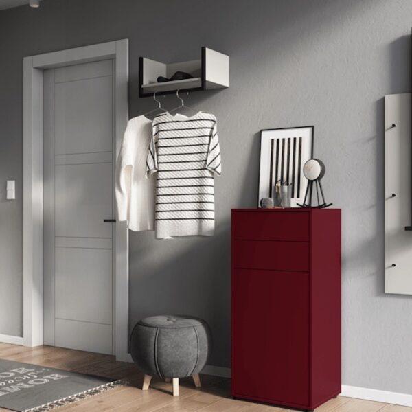 miroir entrée moderne meuble chaussure rouge pouf tapis