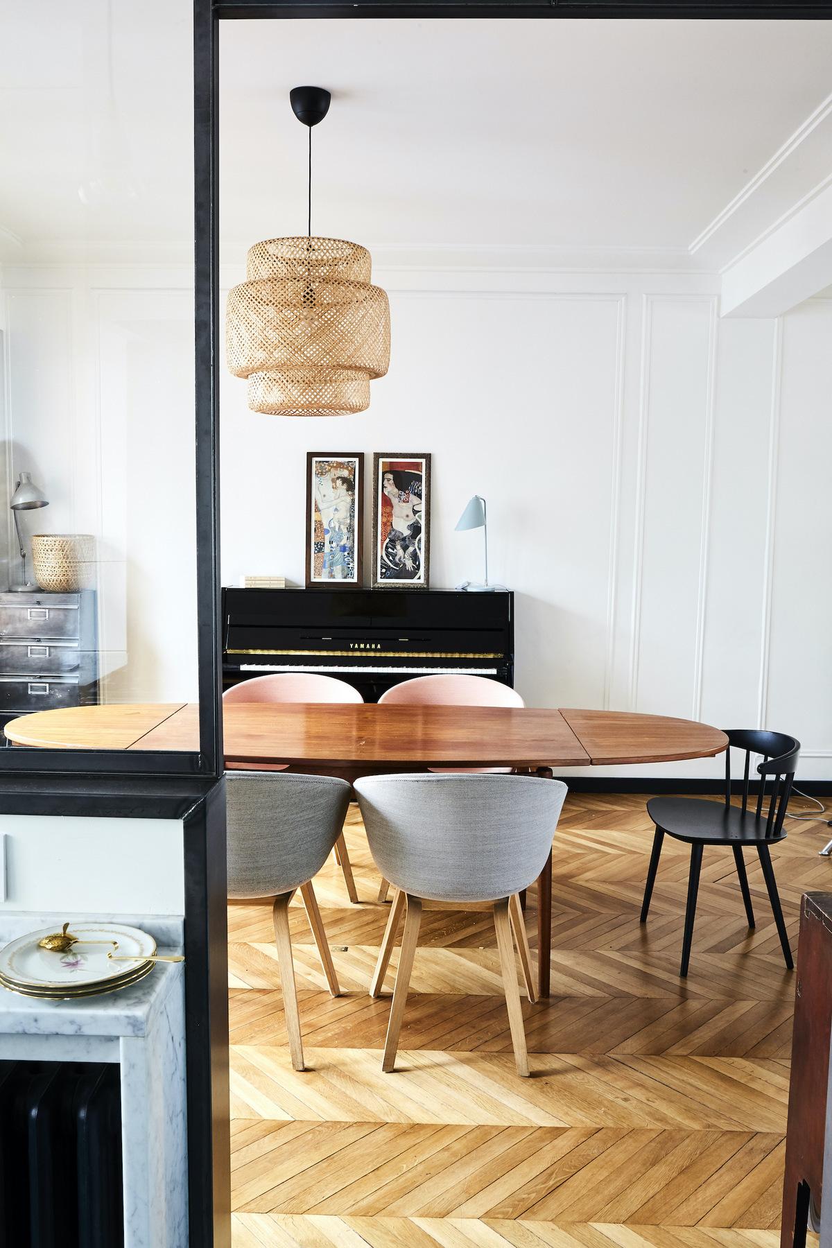 salle à manger design rétro table ovale bois massif rallonge