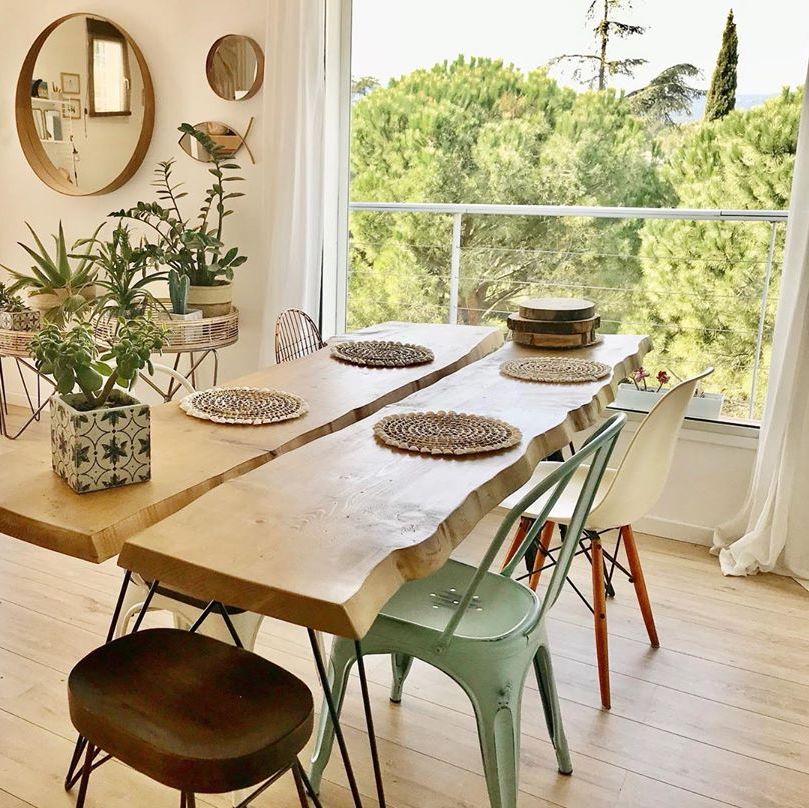 salle à manger table bois chaises dépareillées miroir rond déco rustique