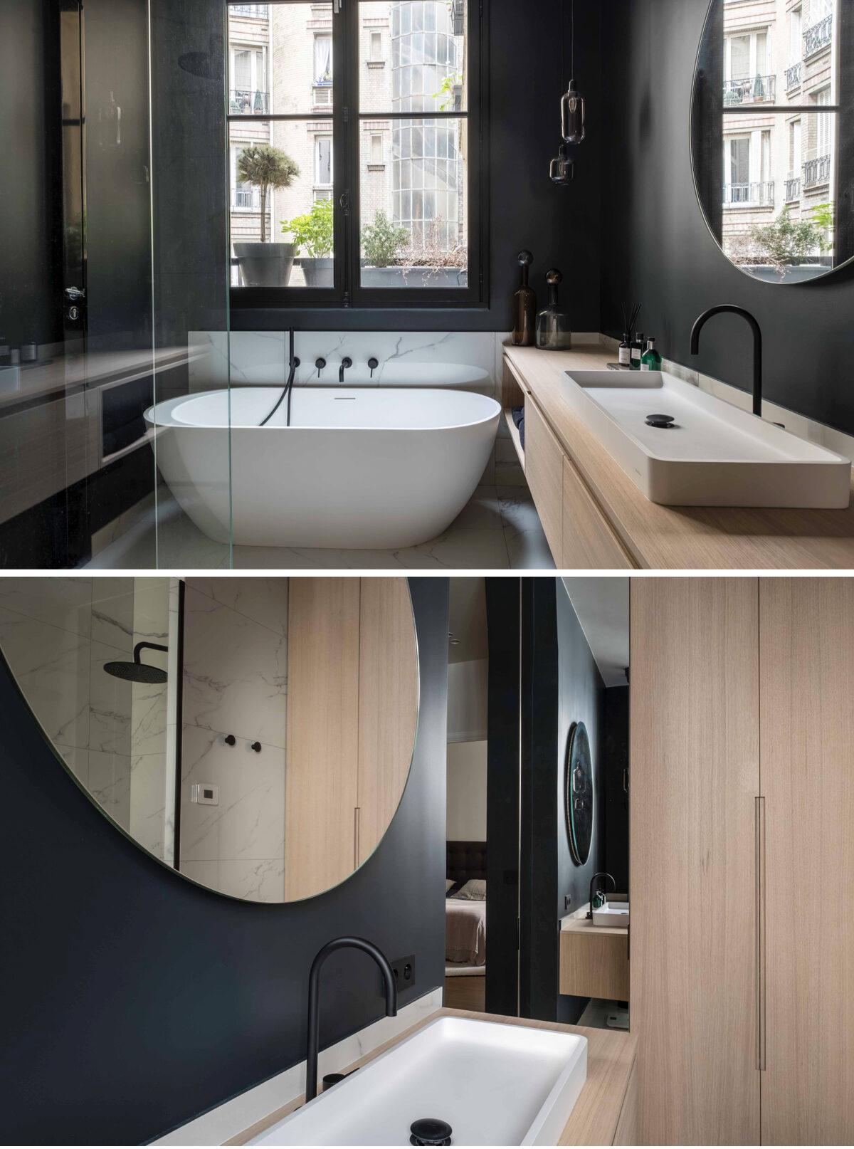 sallle de bain noire mur plafond placard bois agence Véronique Cotrel.001