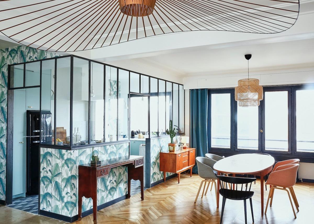salon verrière style déco années 30 papier peint jungle palmier