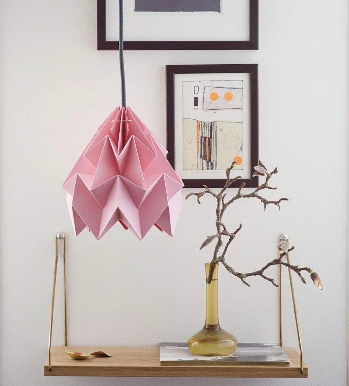 suspension rose papier article du plissage étagère bois - blog déco - clematc