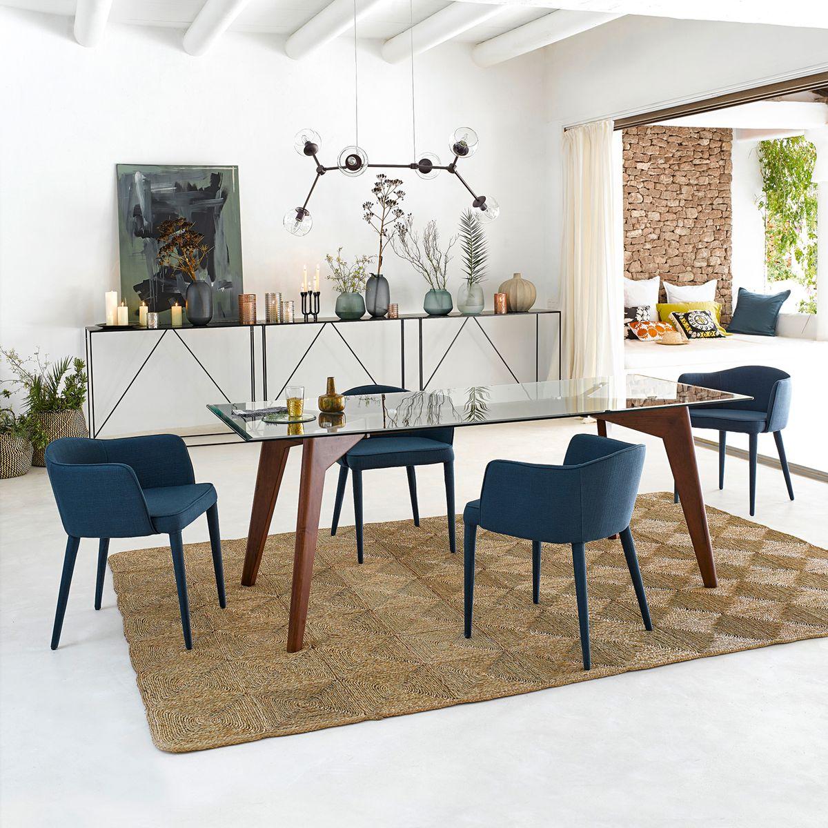 table rectangulaire verre bois salle à manger sol béton ciré tapis jute géant maison moderne mer