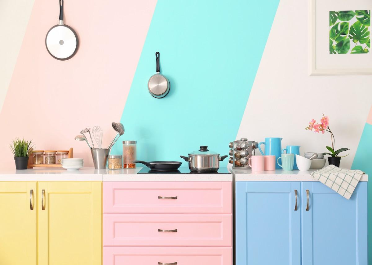 cuisine pastel rose bleu jaune déco colorée