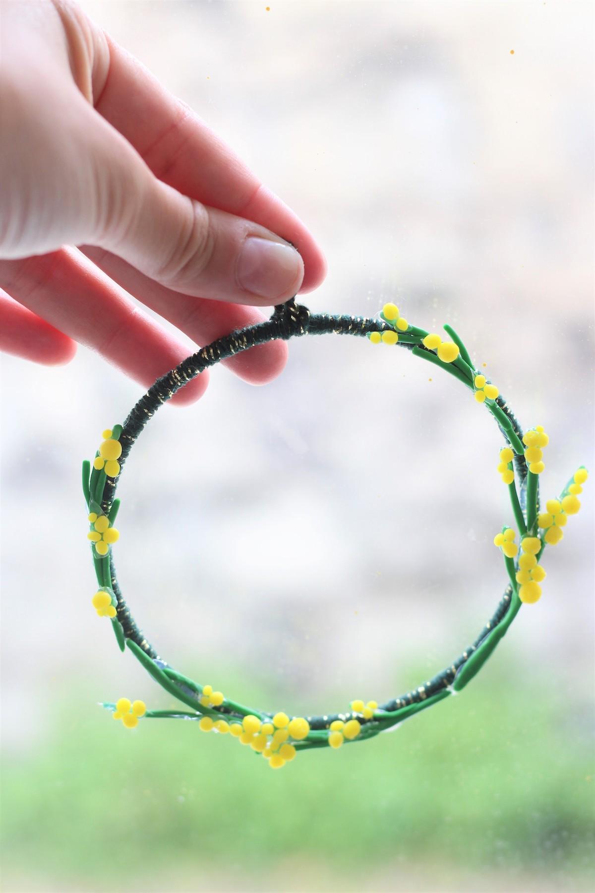 fabriquer couronne de fleurs en pâte à modeler wepam fimo