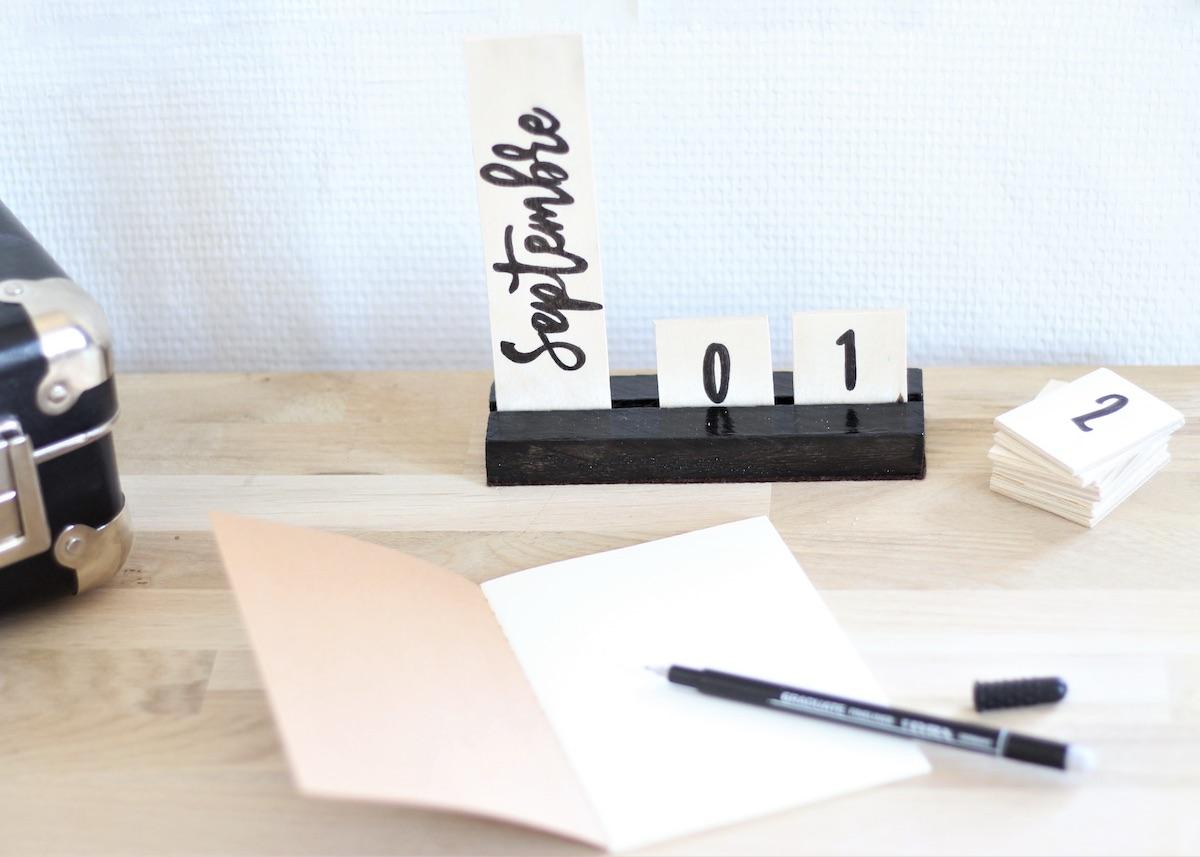fabriquer soi-même tutoriel calendrier perpétuel bois diy - blog déco - clemaroundthecorner
