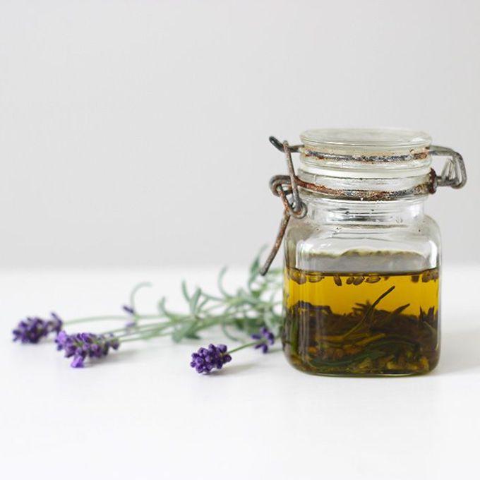 recette huile végétale fleurs séchées bocal verre hermétique