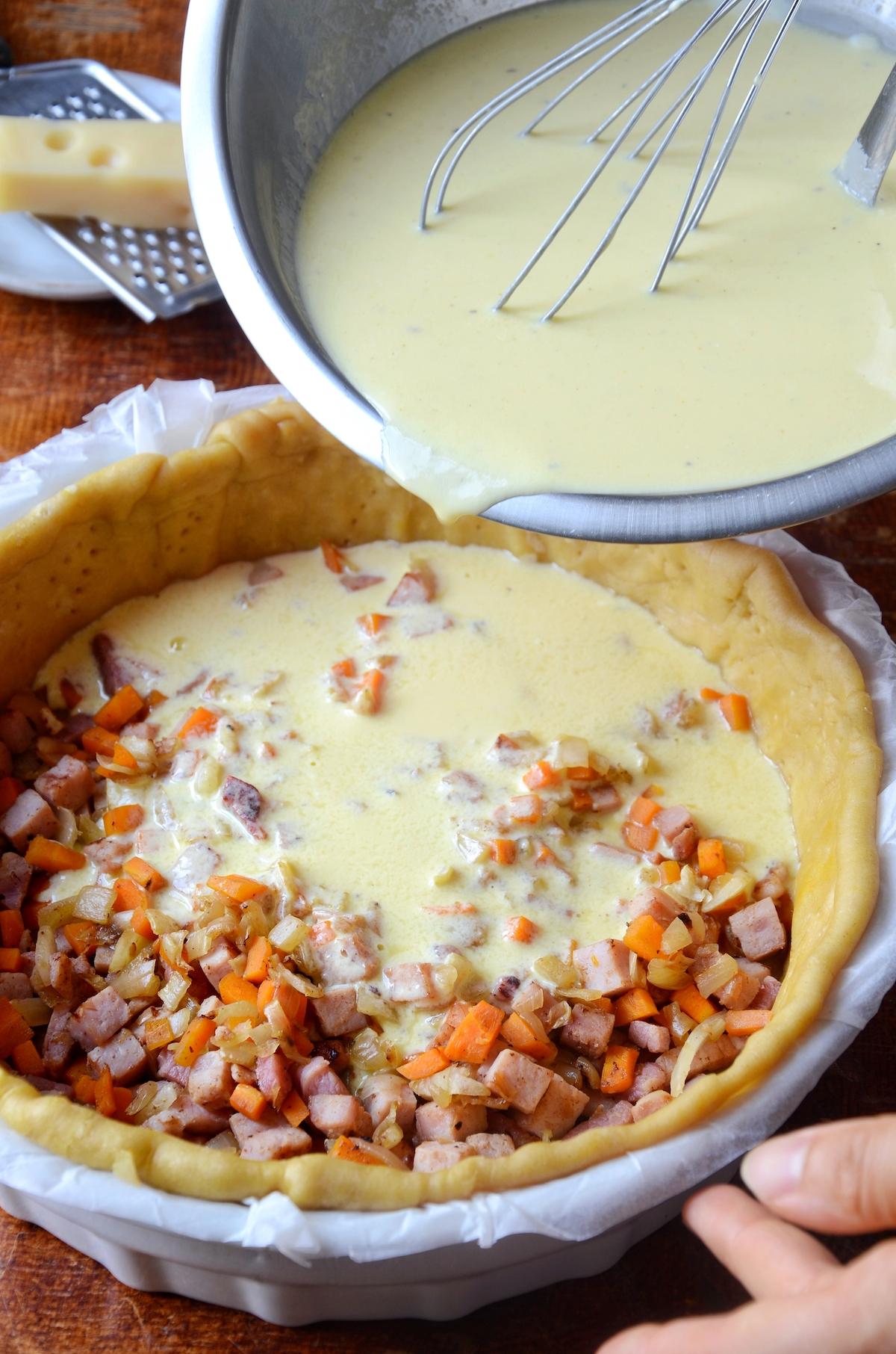 recette quiche lorraine épaisse et moelleuse jambon lardon oignon carotte