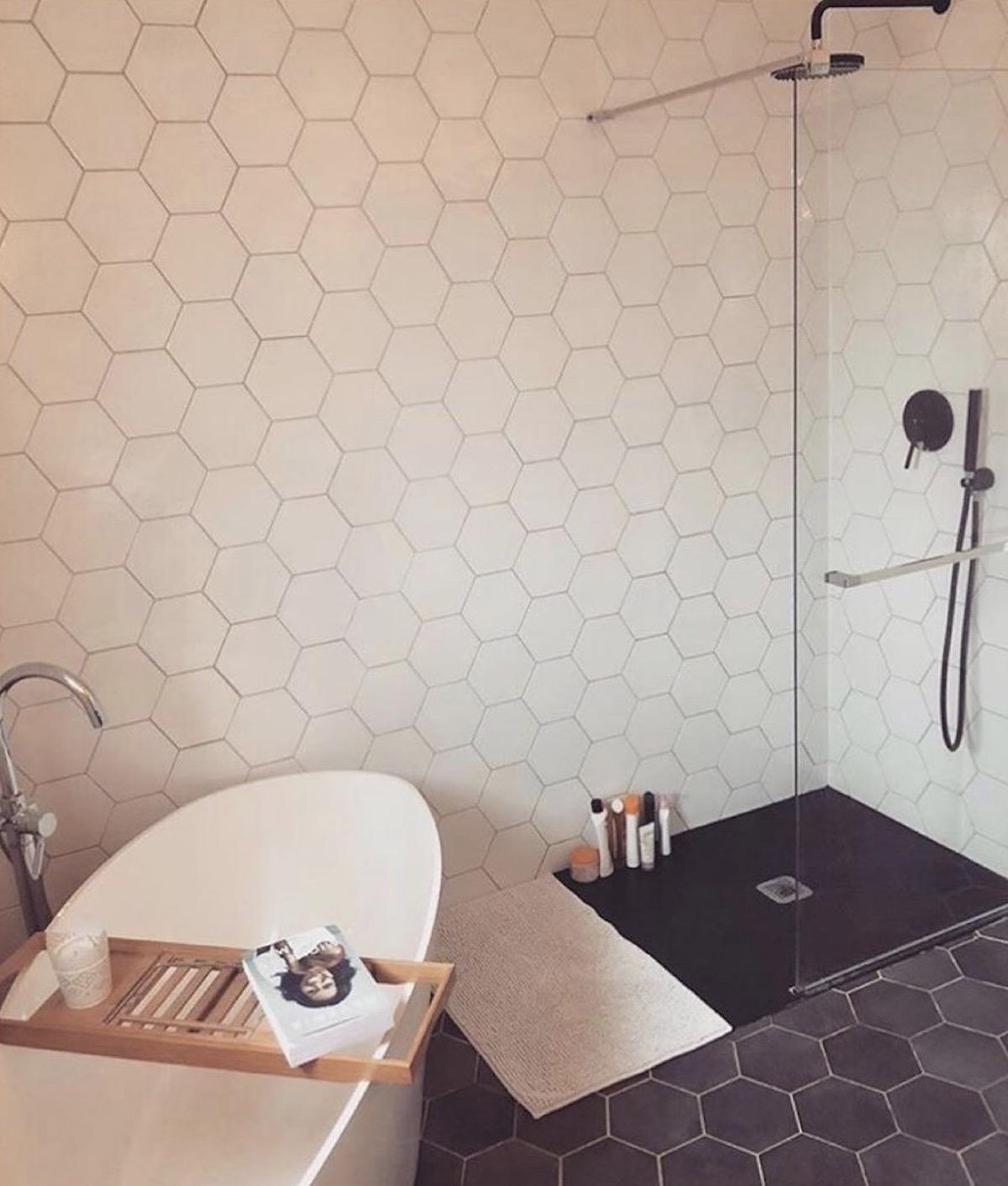 salle de bain design baignoire îlot douche italienne - blog déco - clematc