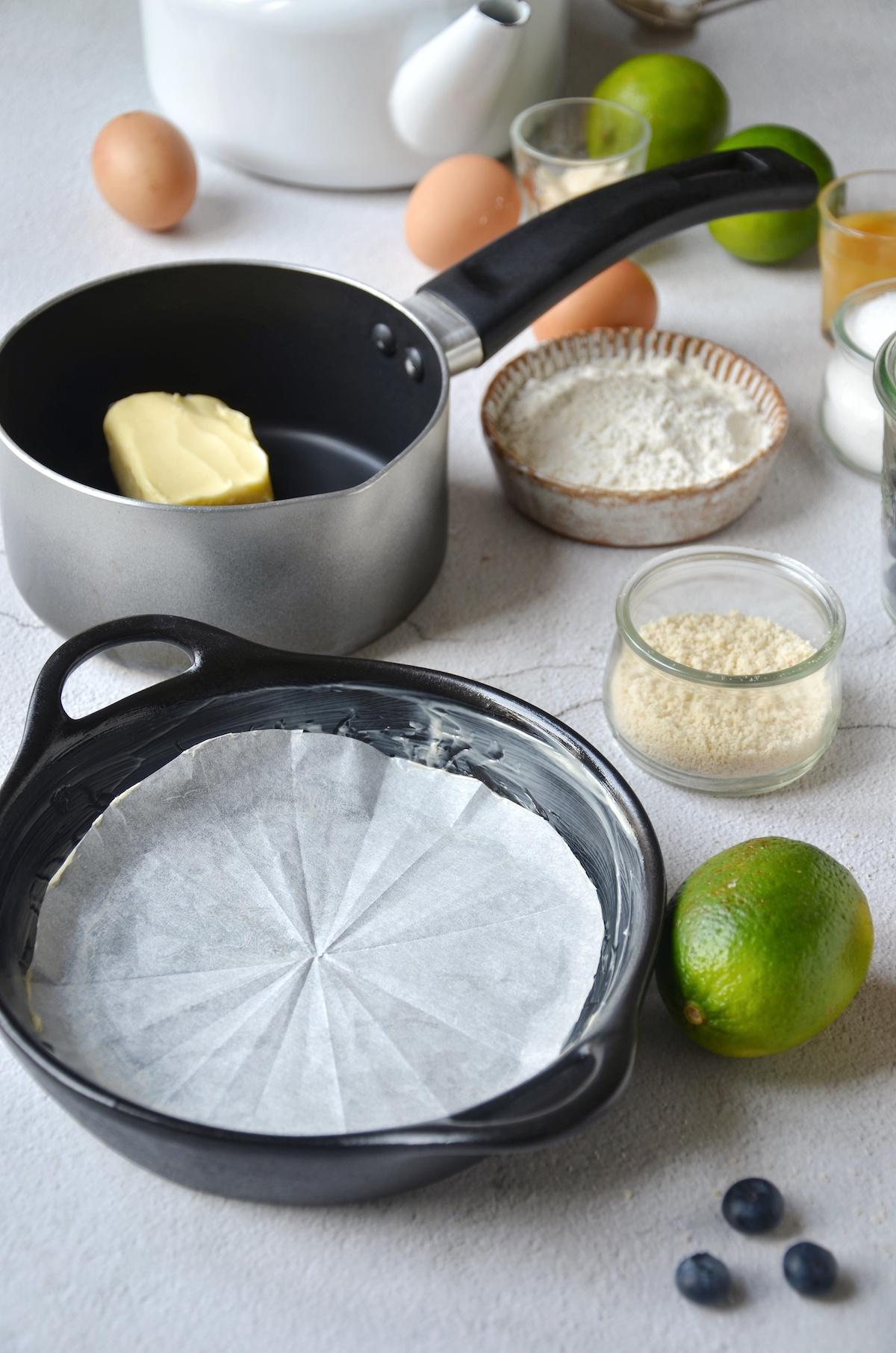 technique pâtissier pro beurrer fond moule fonte papier sulfurisé