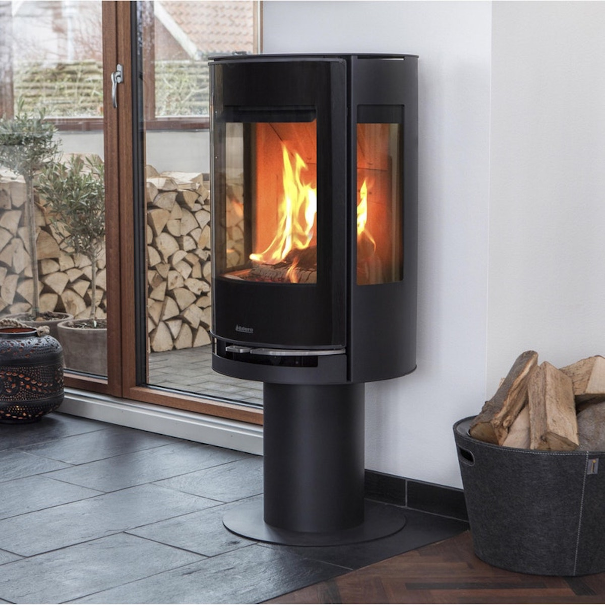 bois cheminée économique éco responsable design intérieur - blog déco - clemaroundthecorner
