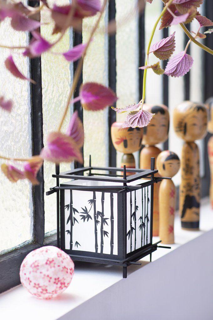 lanterne japonaise noir déco arbre fleuris statuette en bois