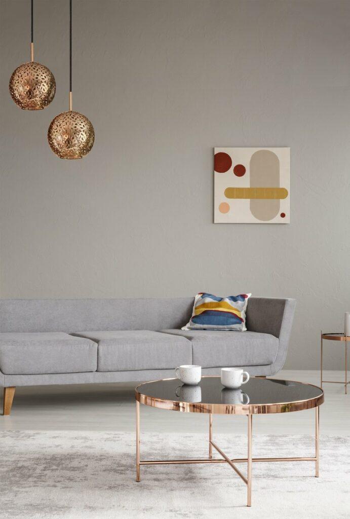 salon élégant canapé gris scandinave table basse ronde cuivre