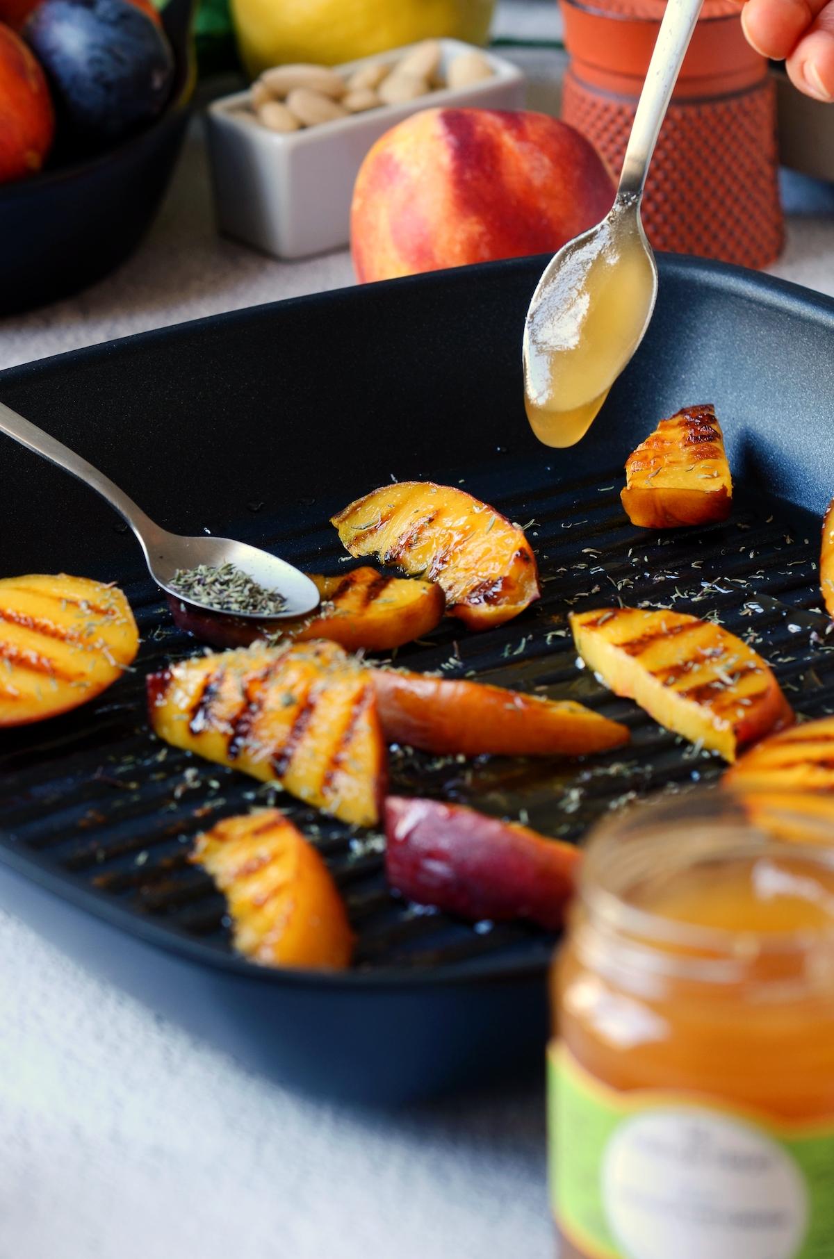 tutoriel technique cuisine comment rôtir nectarine pêche au miel poêle facilement