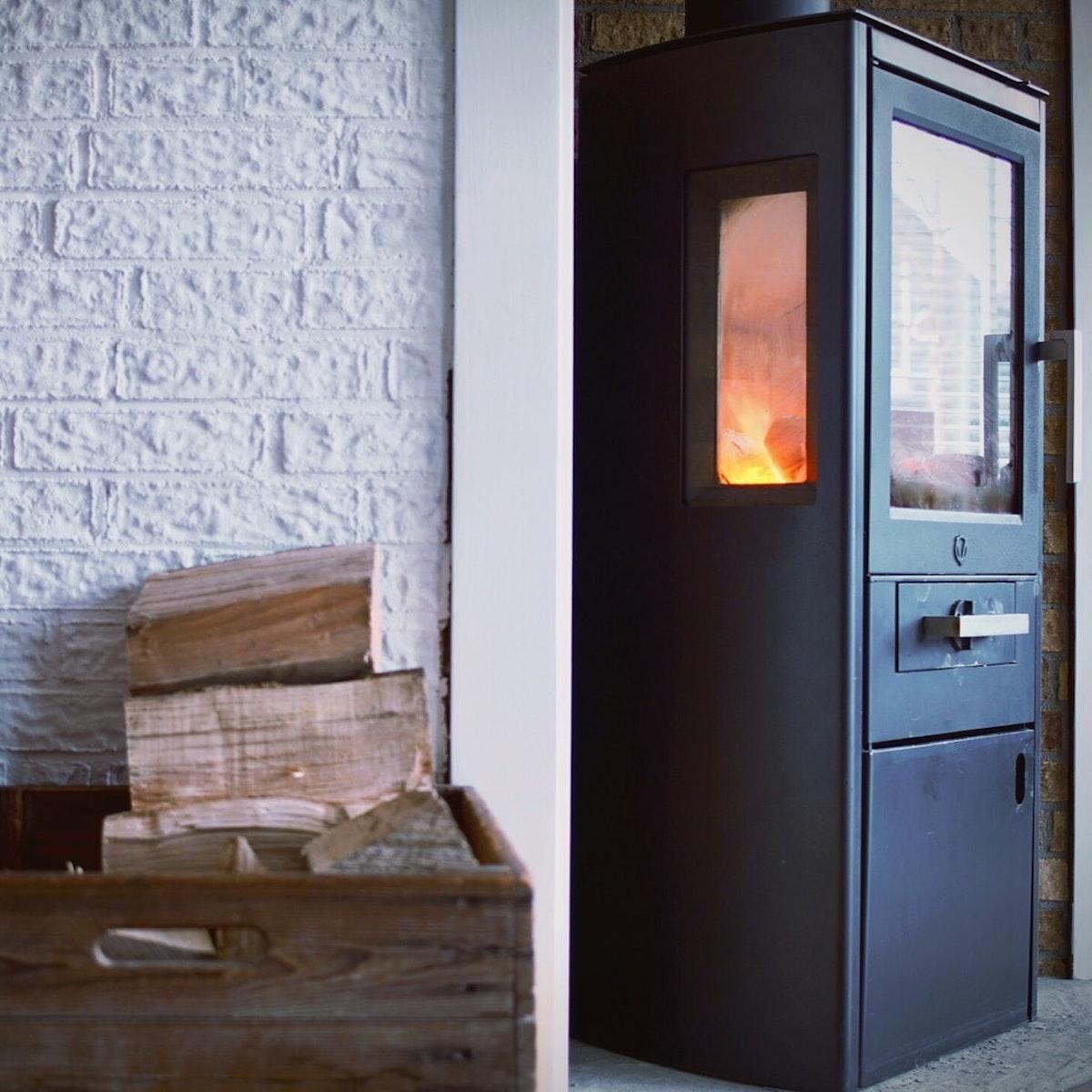 wood stove poêle bois ou granule bûches cagette - blog déco - clematc