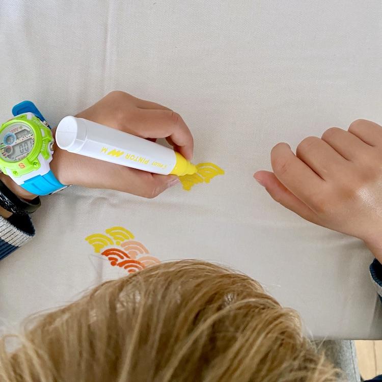 activité manuelle baby-sitting nounou enfant feutre peinture pintor posca