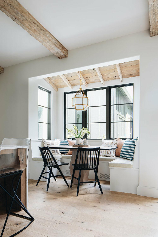 coin repas bow window ferme rénovée banquette sous fenêtre