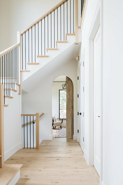 escalier architecte bois blanc rampe métal fer forgé - blog déco - clemaroundthecorner