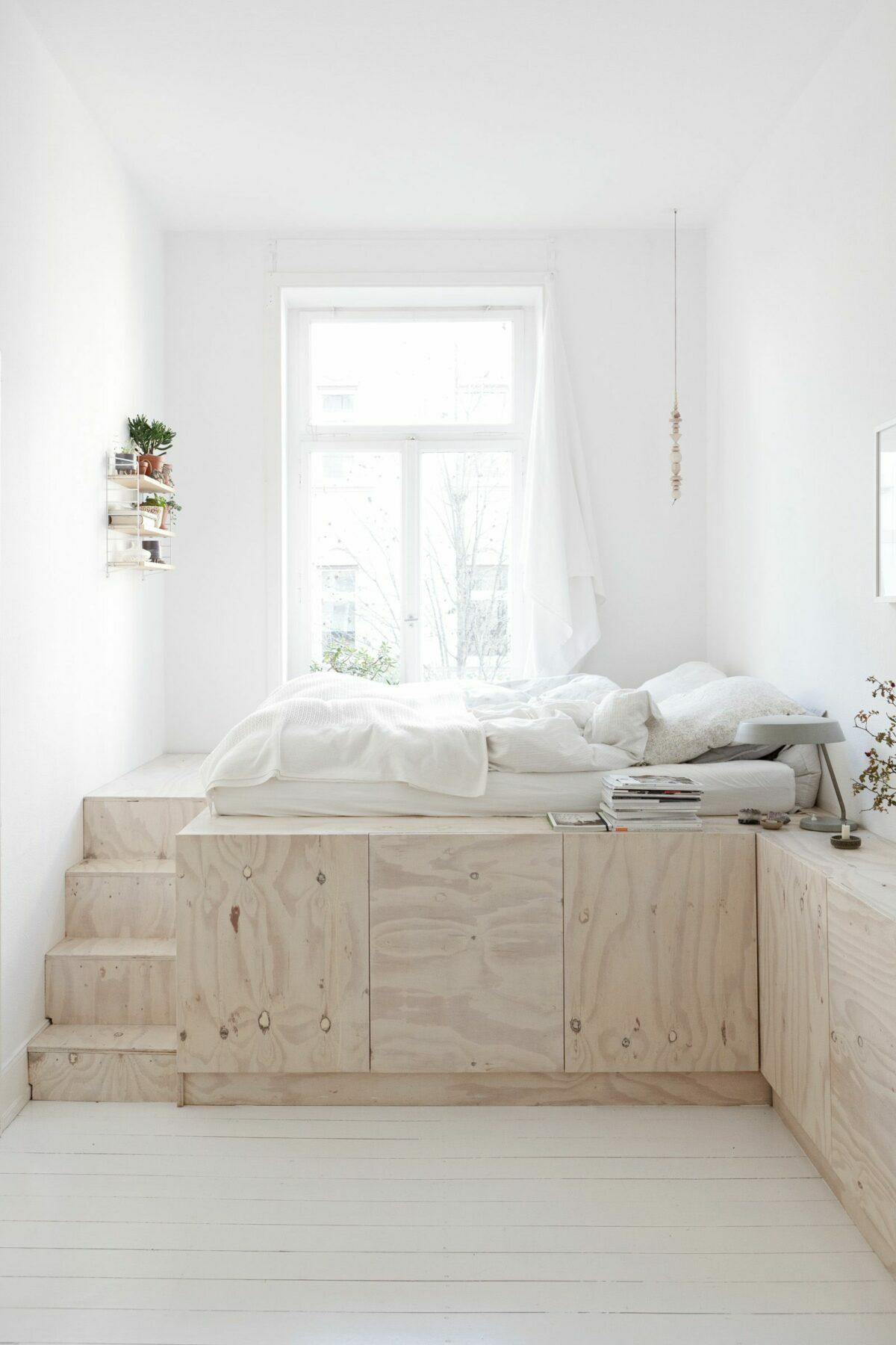 lit bois escalier parquet lamé blanc chambre lumineuse